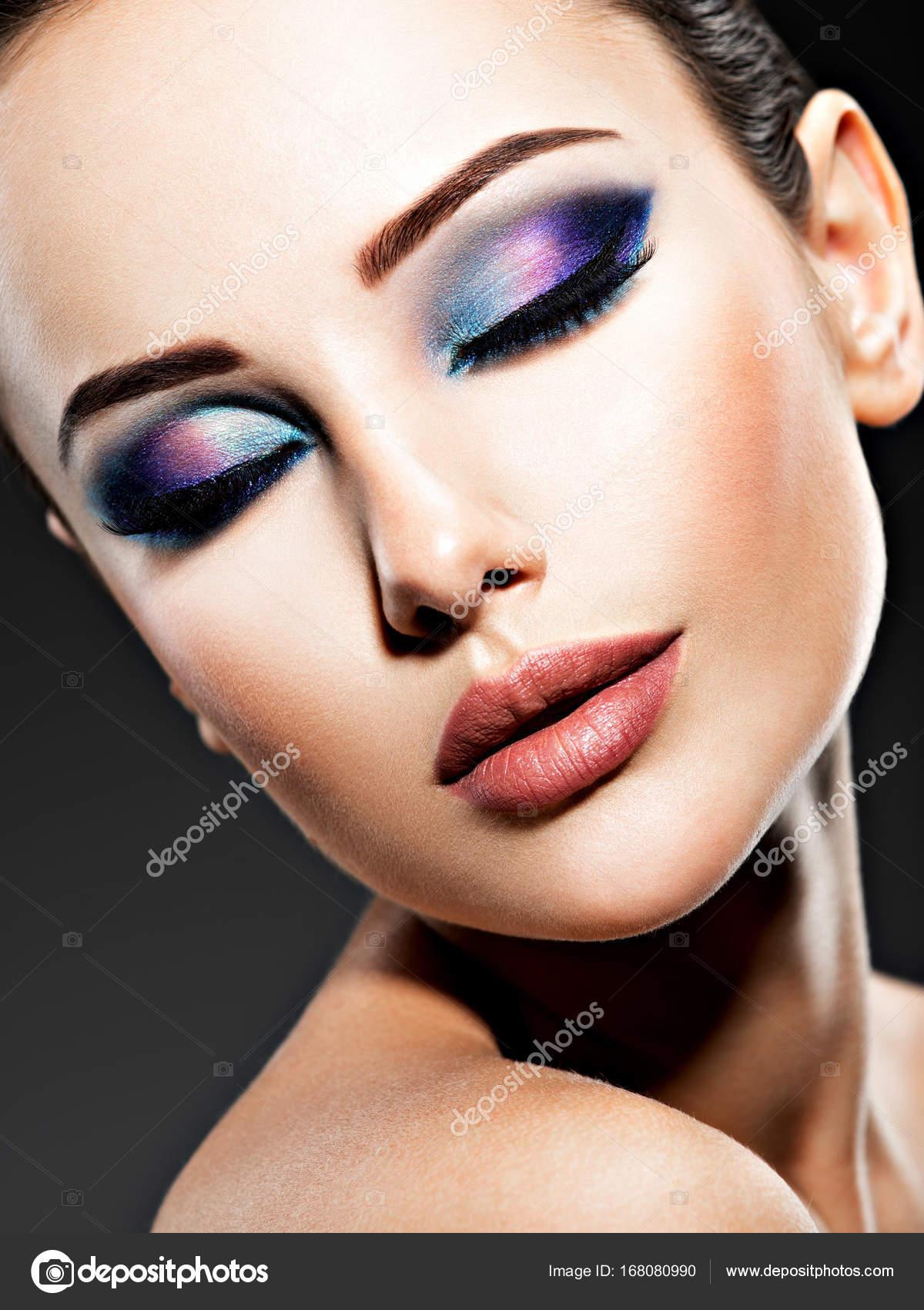 Frau Mit Blauen Augen Make Up Stockfoto C Valuavitaly 168080990