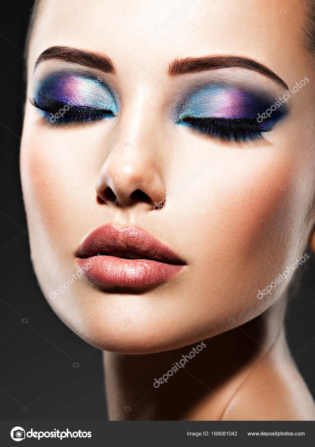 Frau Mit Blauen Augen Make Up Stockfoto C Valuavitaly 168081042