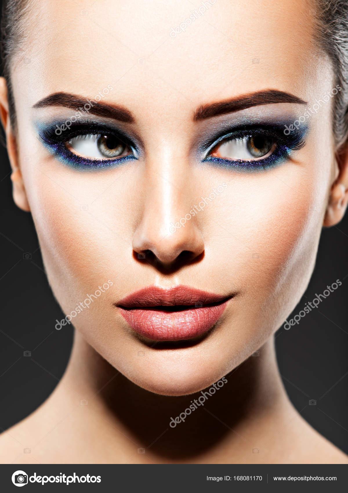 Junge Frau Mit Blauen Augen Make Up Stockfoto C Valuavitaly 168081170