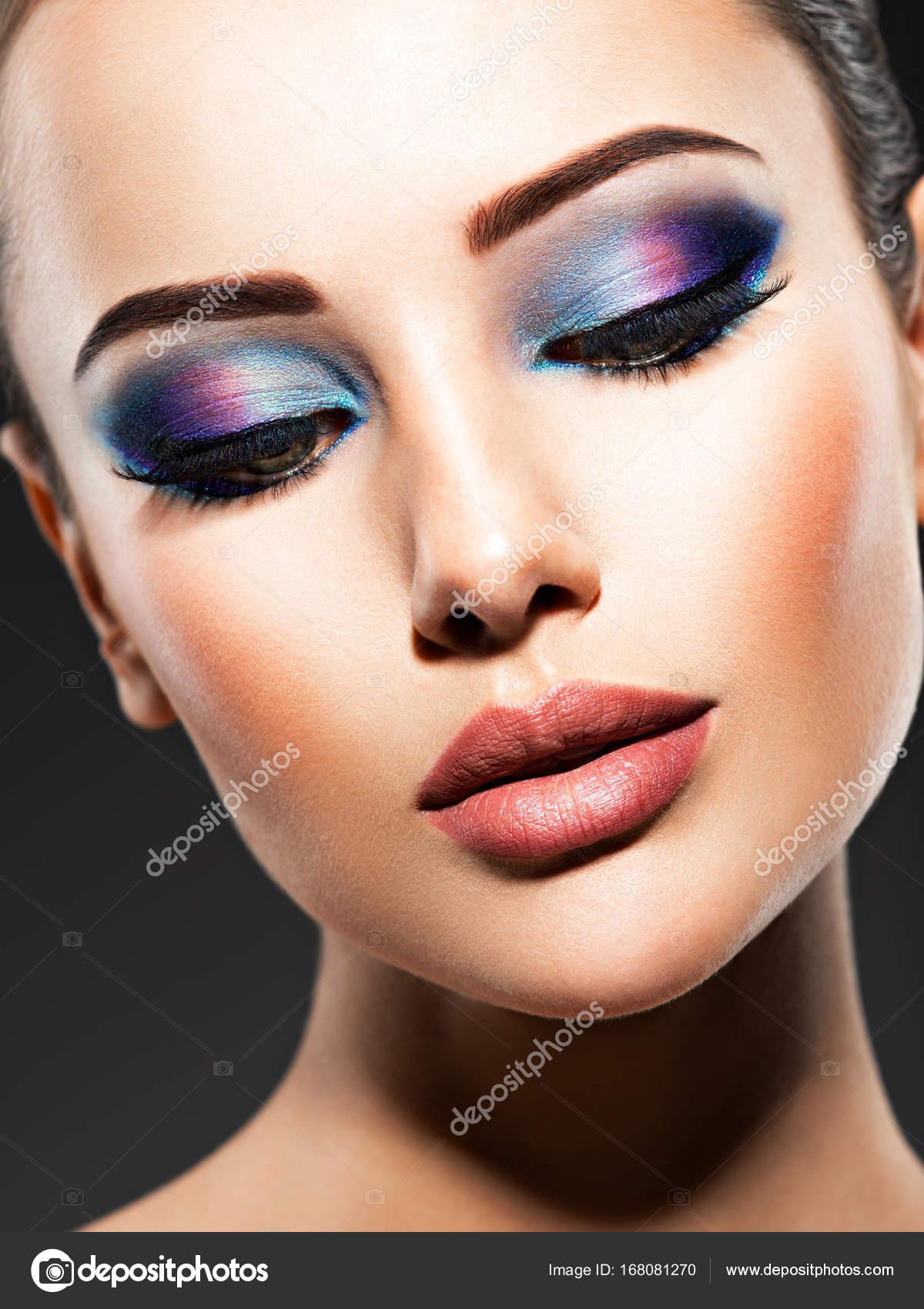 Frau Mit Blauen Augen Make Up Stockfoto C Valuavitaly 168081270