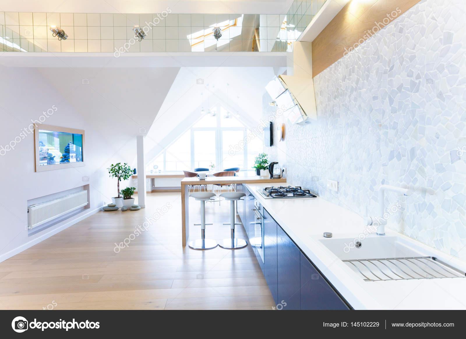 modernes Interieur große Wohnung — Stockfoto © yanlev #145102229