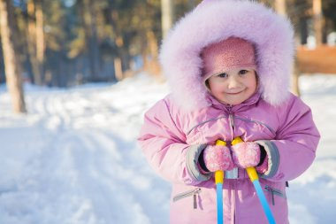 baby  skiing on snow