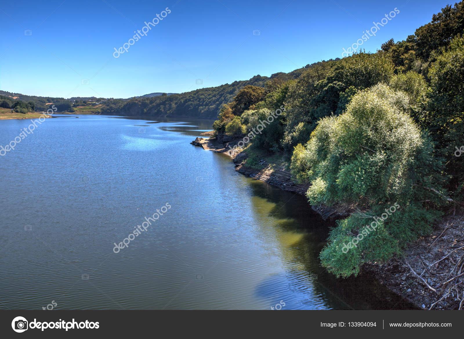 Portomarin のミーニョ川 — スト...