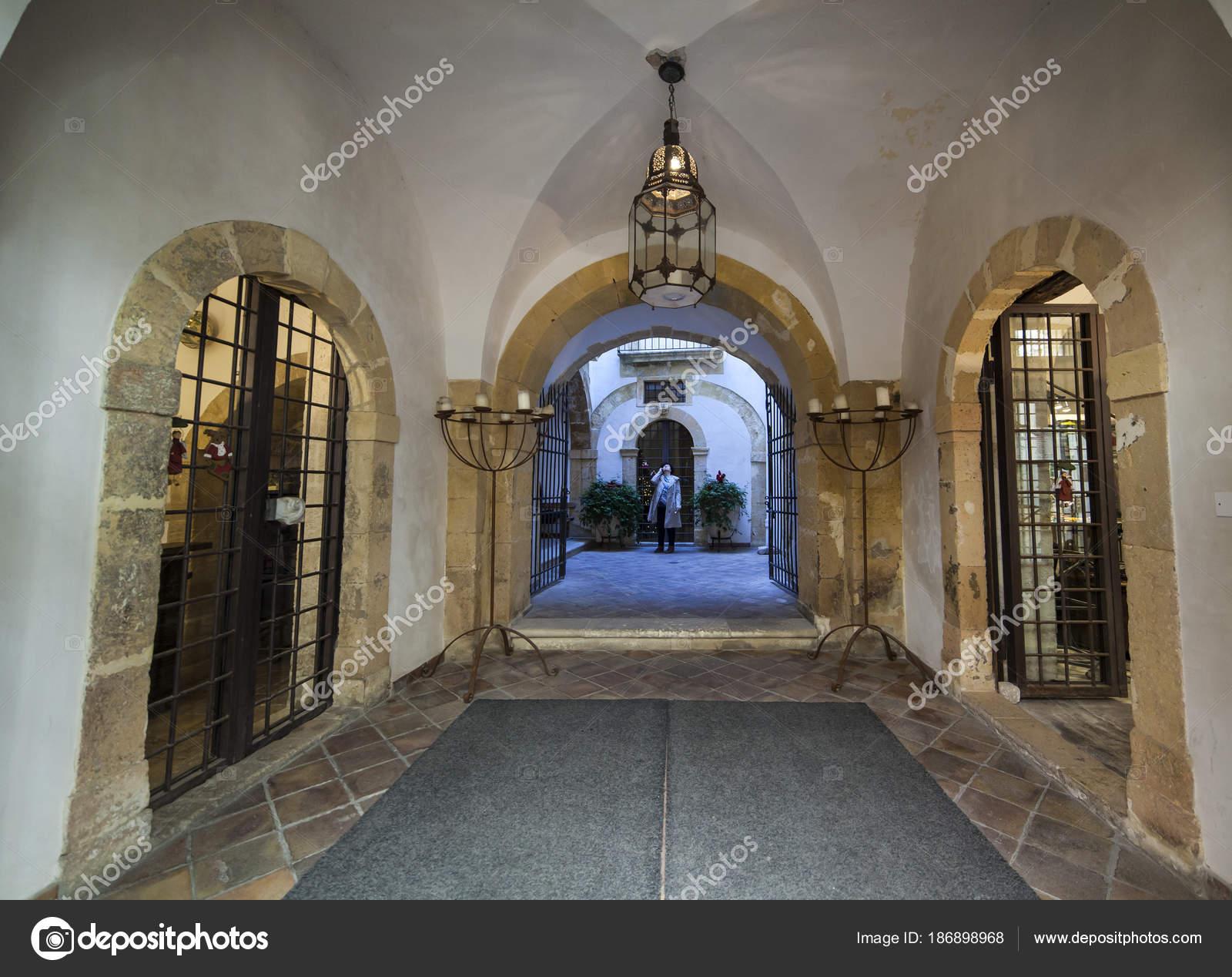 Ingresso del bagno ebraico in Ortigia — Foto Editoriale Stock ...