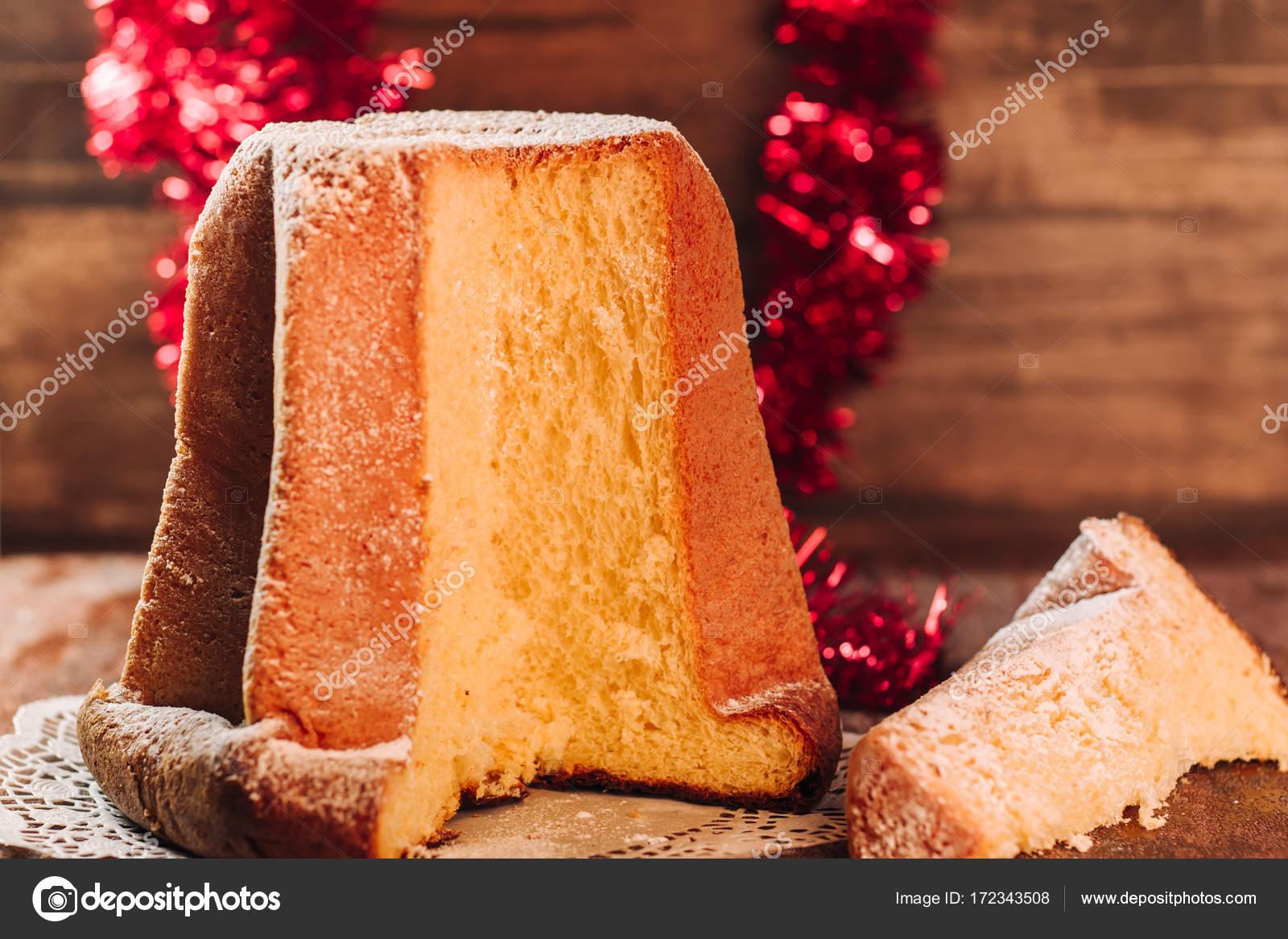 Italienische Pandoro Kuchen Stockfoto C Sabinoparente 172343508