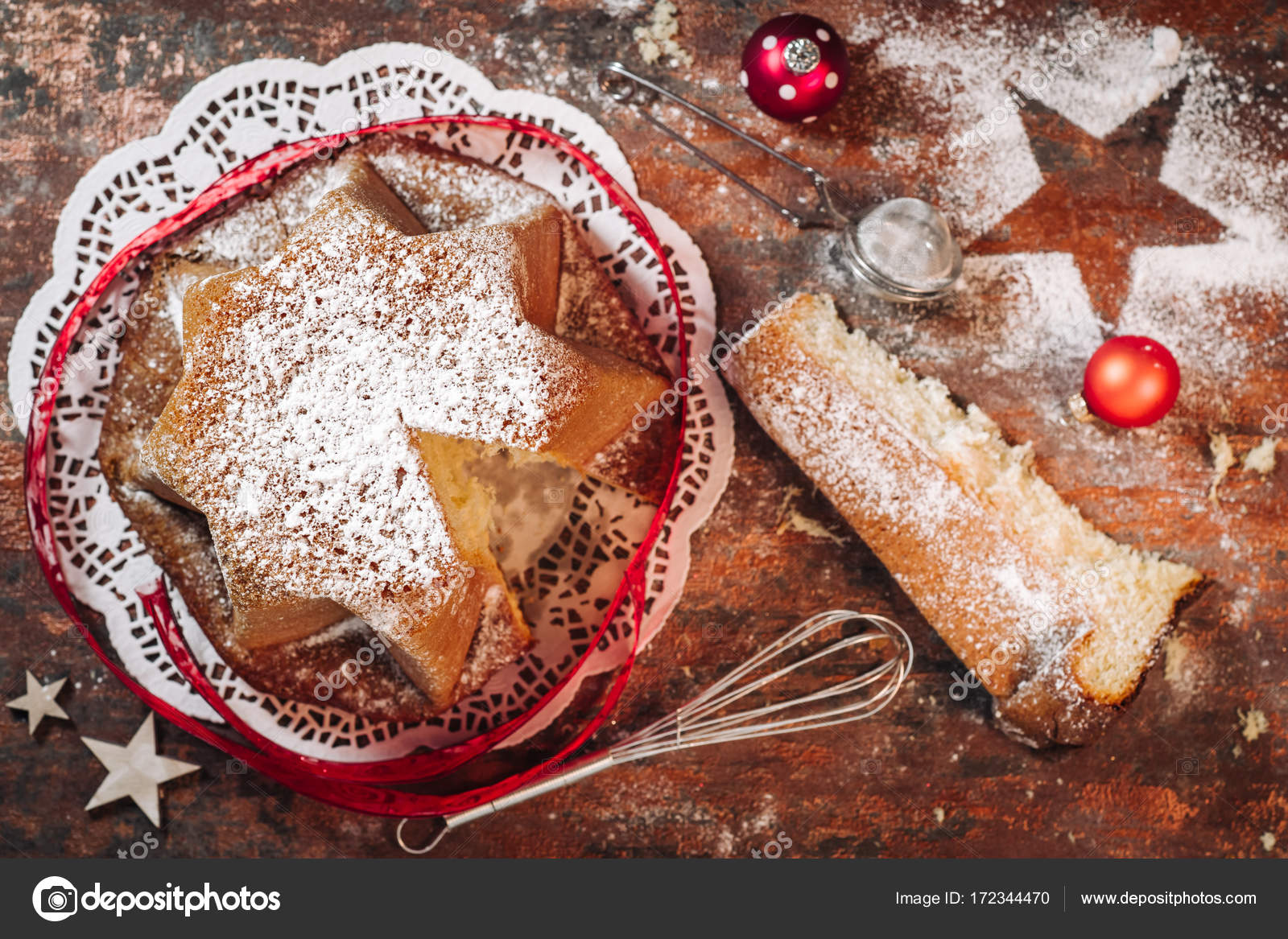 Italienische Pandoro Kuchen Stockfoto C Sabinoparente 172344470