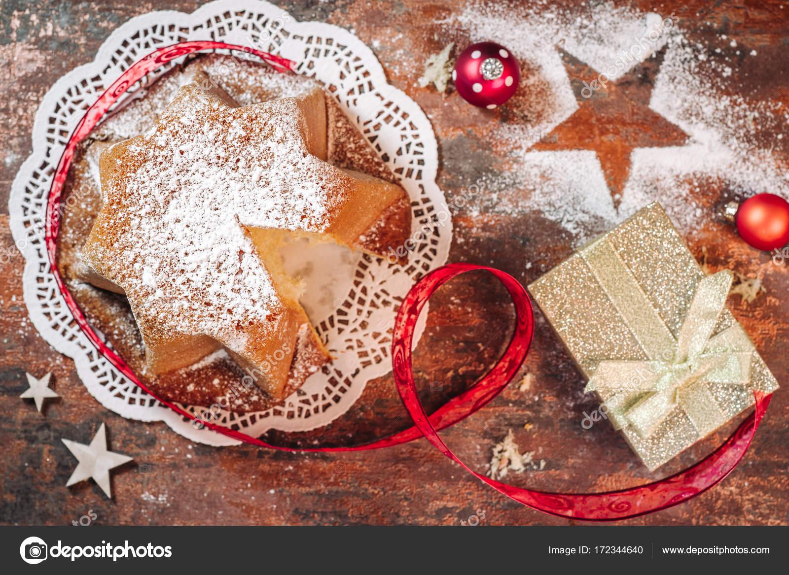 Italienische Pandoro Kuchen Stockfoto C Sabinoparente 172344640