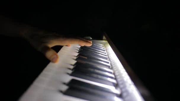 Spiel auf dem Klavier.
