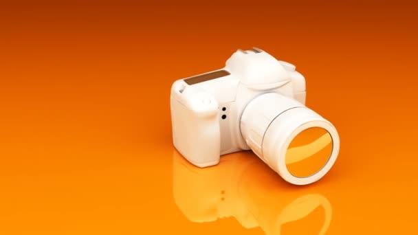 video kamera na oranžové pozadí.