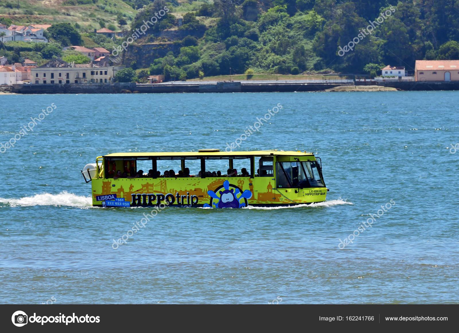 Lissabon Fluss amphibienfahrzeug in den fluss tejo lissabon portugal
