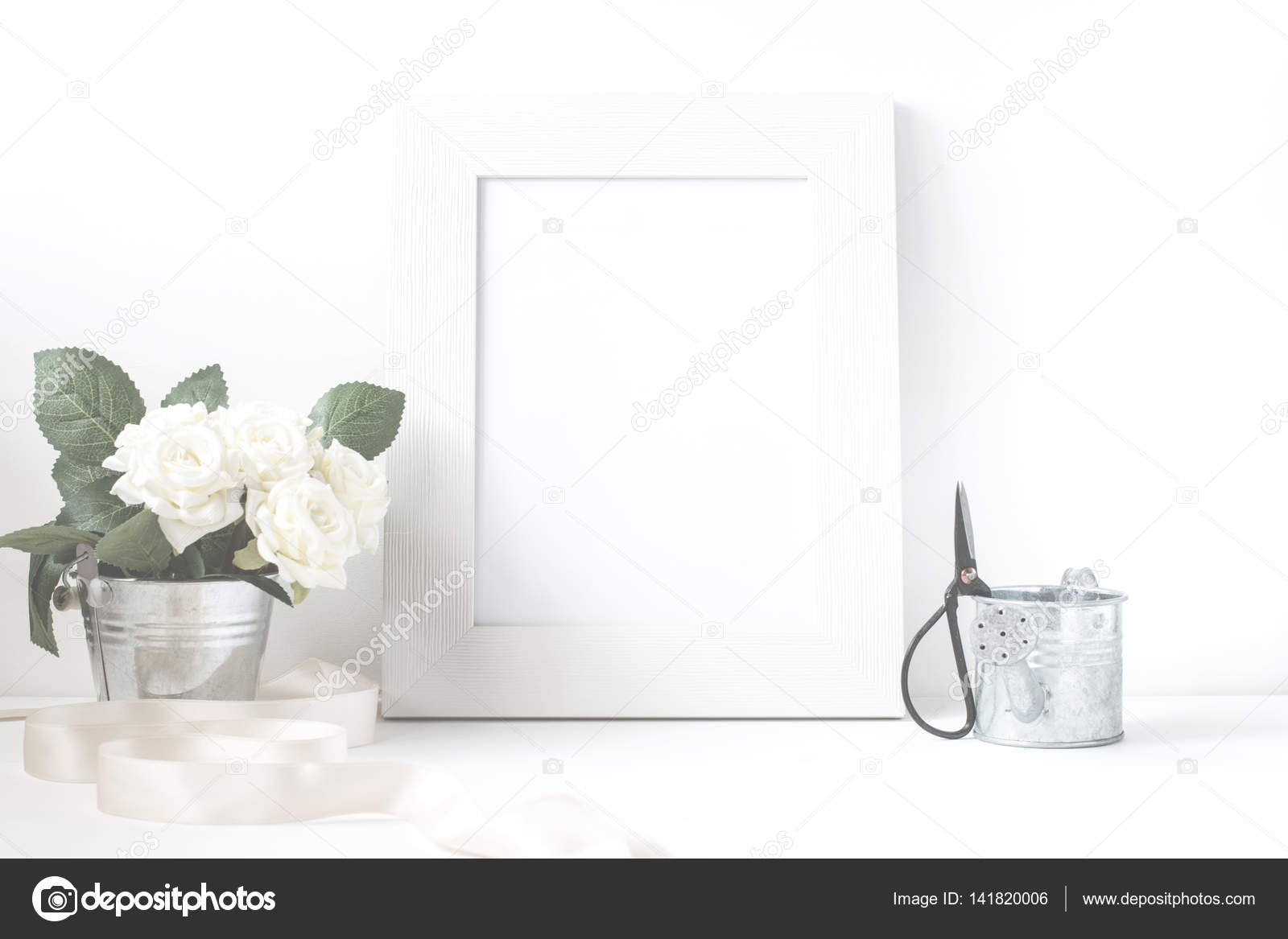 Bilderrahmen Mit Blumenstrauss Stockfoto C Zzoplanet 141820006