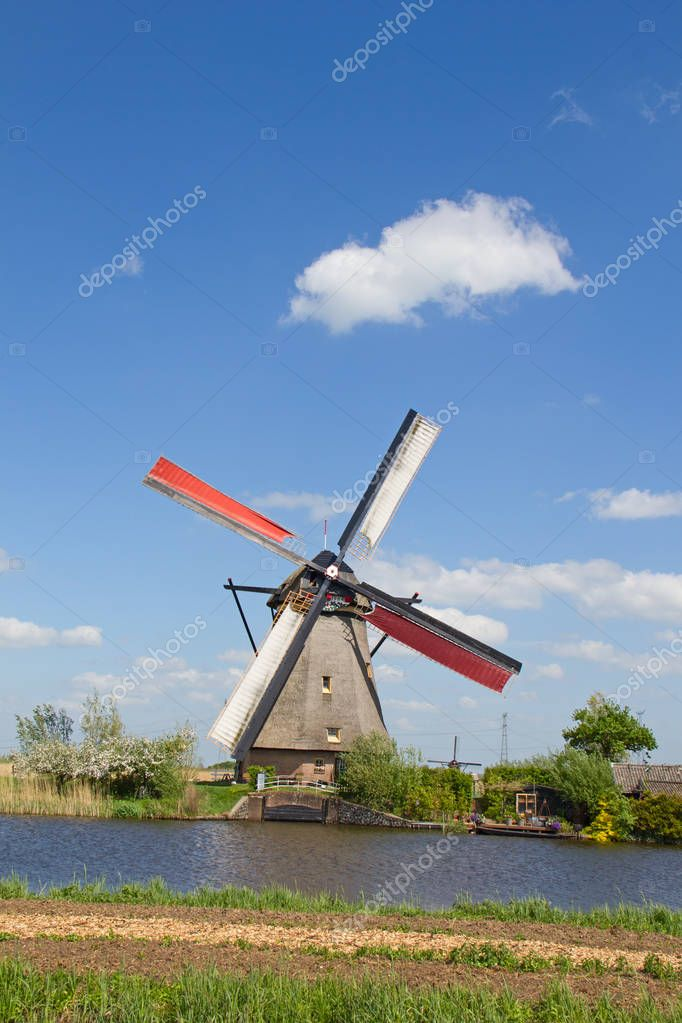 Ancient windmill near Kinderdijk