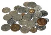 Sbírka středověkých mincí izolovaných na bílém pozadí