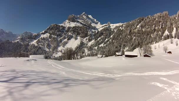 Lyžařské středisko ve švýcarských Alpách