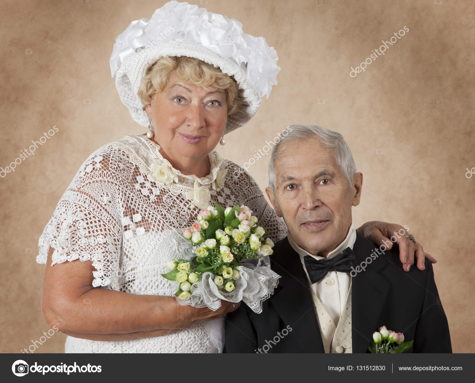 Studio Portrait ein älteres Ehepaar — Stockfoto © alkir_dep #131512830