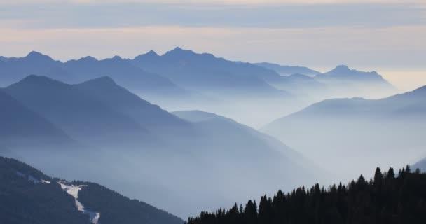 Mlžné hory v zimě
