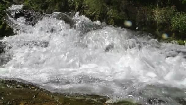 Horská řeka v Patagonii