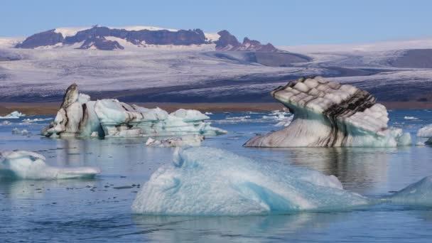 Eisbrocken schwebend in Glazial-See Jökulsárlón, Island