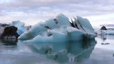 Amazing view of glacial lake Jokulsarlon, Iceland