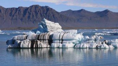 Floating iceberg in glacial lake Jokulsarlon, Iceland
