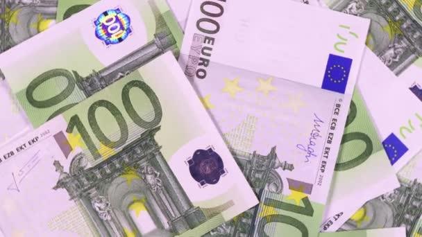 Bankjegyek címlet 100 euró a forgó felületen