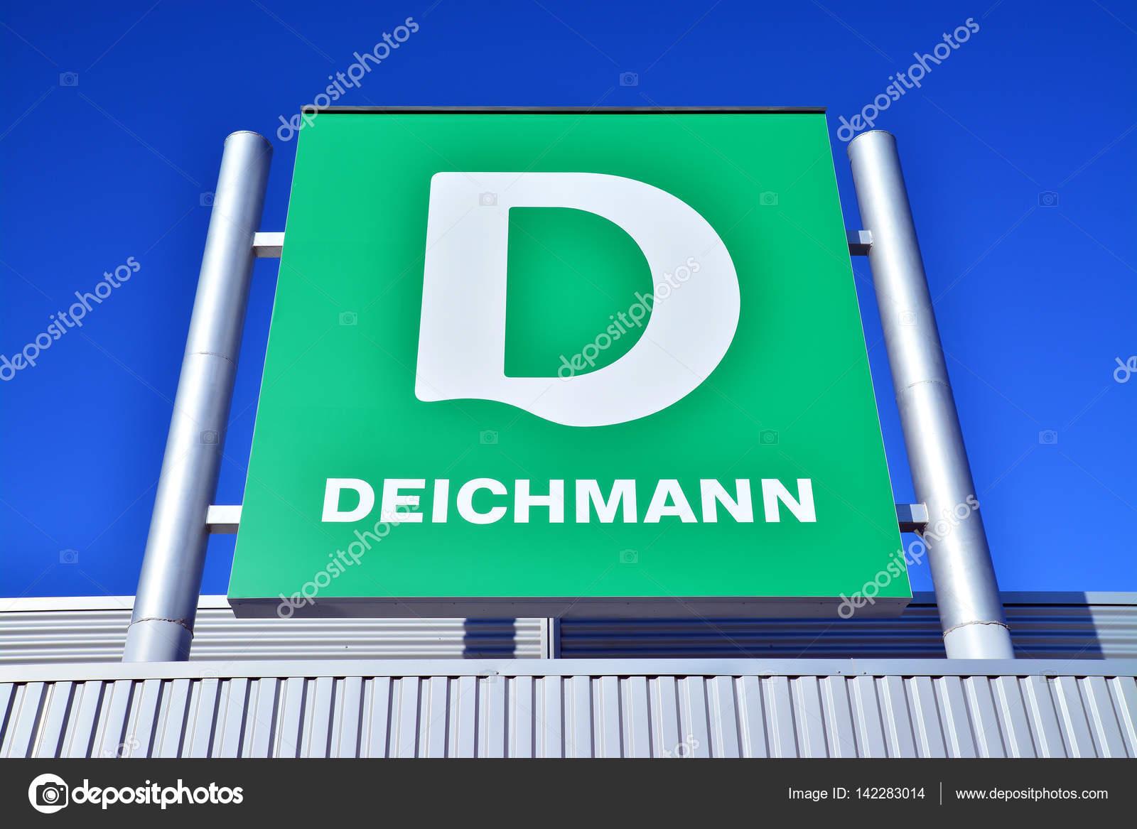 295009f9f Deichmann é uma empresa alemã de varejo de calçados e roupas esportivas.  Foto tirada em 22 de novembro de 2013 — Foto de ibogdan