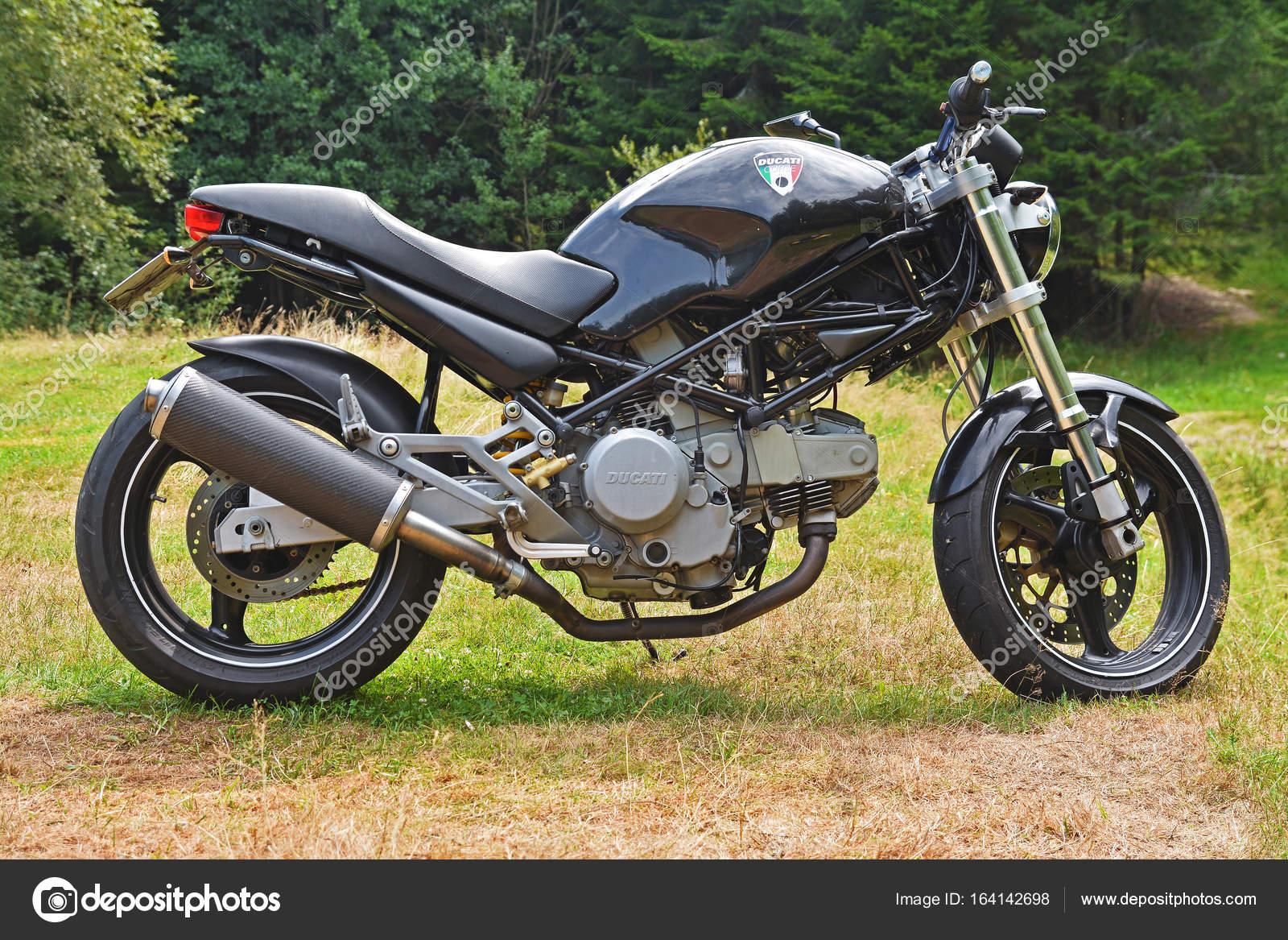 Ducati Monster Motorrad — Redaktionelles Stockfoto © ibogdan #164142698