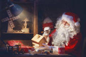 Photo Santa Clause is preparing gifts