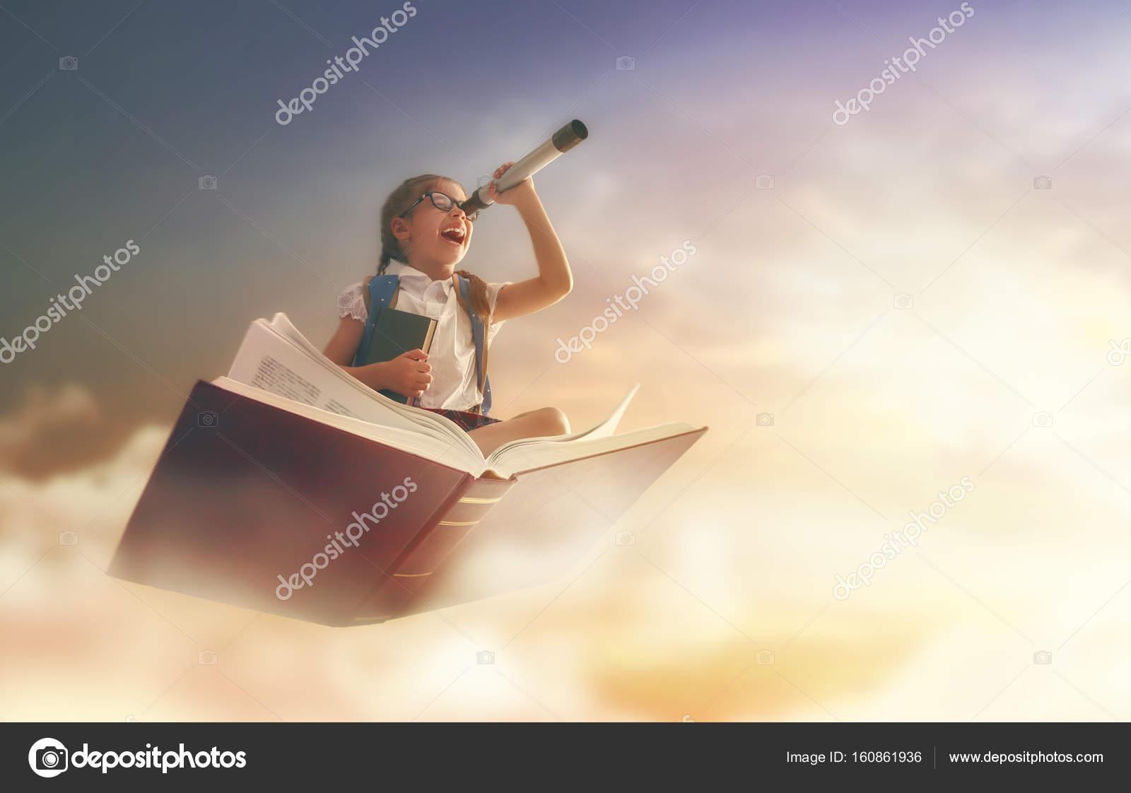 Enfant Volant Sur Le Livre Photographie Choreograph