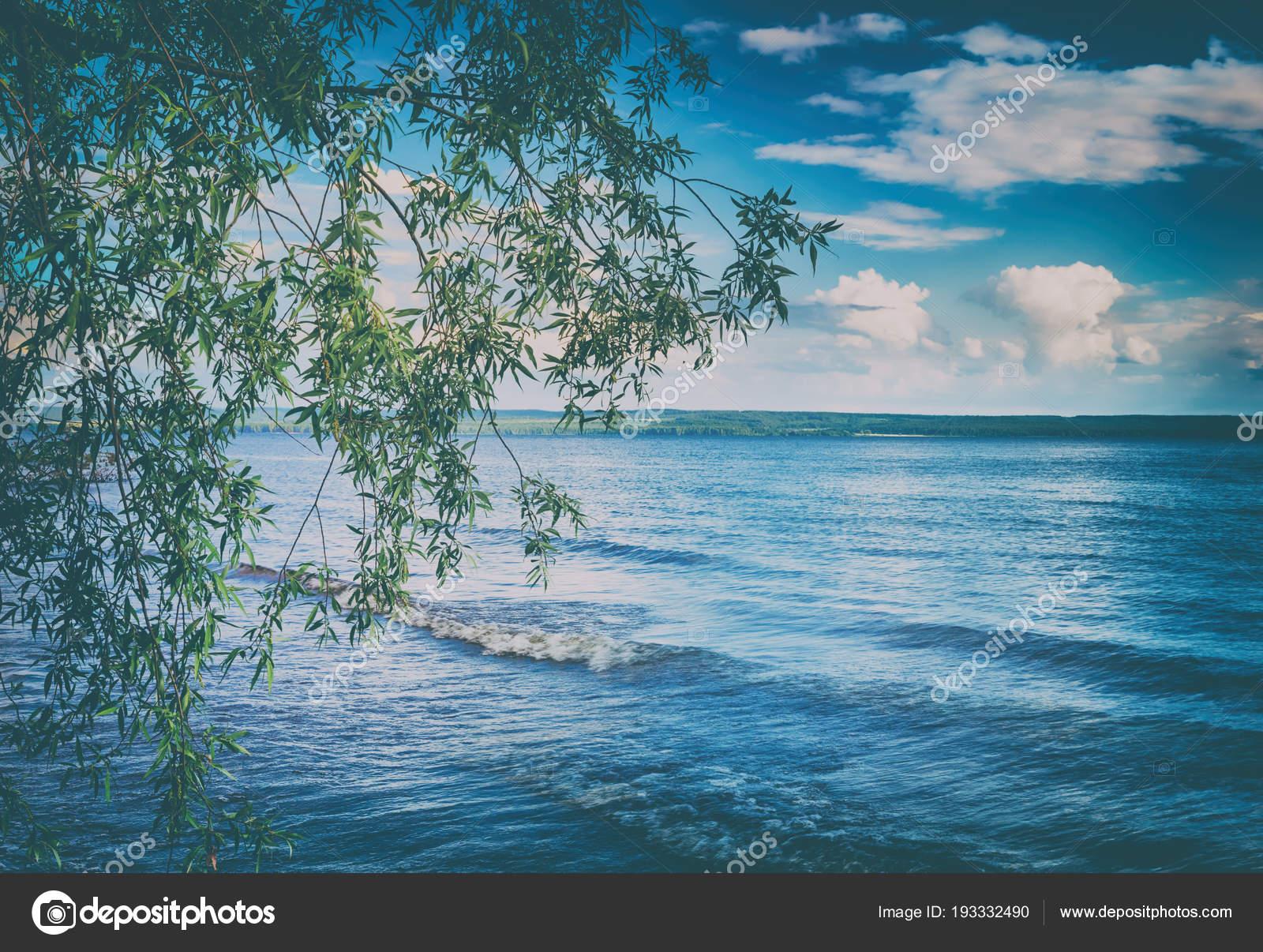 ロシアの風景、カマ川 — ストッ...