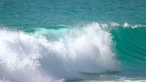 Vlny na pláž Nai Harn, Thajsko