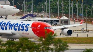 Airplane turn runway before departure