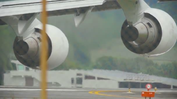 Motory widebody letadla