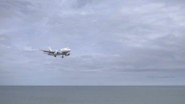Airplane Airbus 319 landing