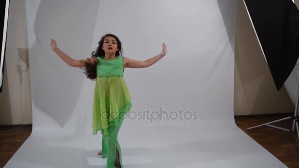 Dívka tanec lidový tanec