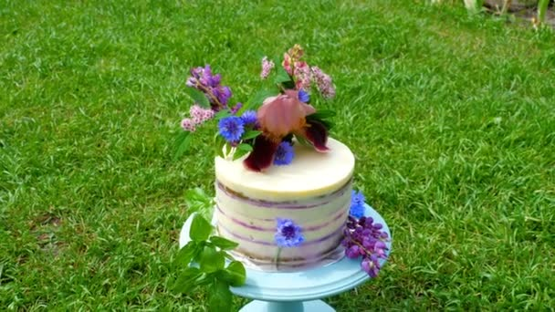 festliche Torte mit Blumen