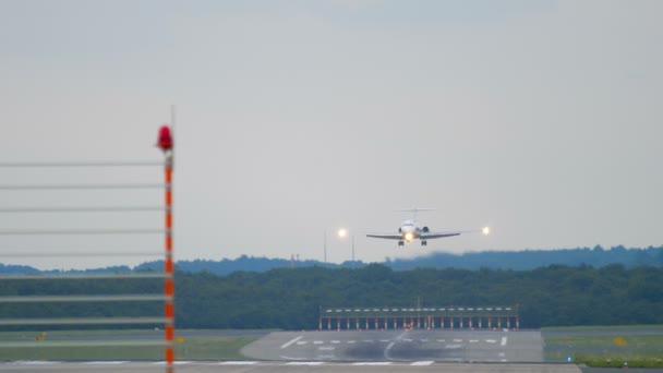 Proudový letoun blíží před přistáním