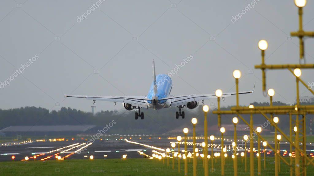 KLM Cityhopper Embraer 175 landing