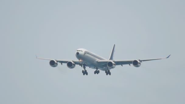 Letadlo se blíží před přistáním