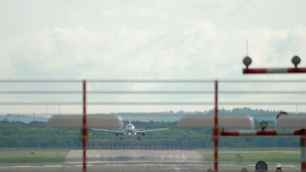 Flugzeug nähert sich vor der Landung