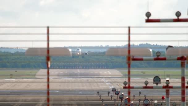 Düsenflugzeug im Landeanflug