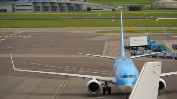 Tui Fly Boeing 737 pojíždění po přistání