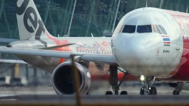 Letadlo před odletem na startovní pozici