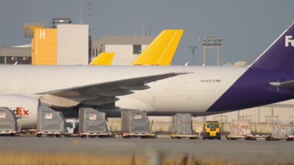 FedEx Boeing 777 taxiing