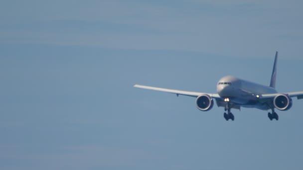 Aeroflot Boeing 777 bei der Landung