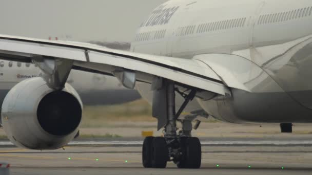Airbus A330 taxi před odjezdem