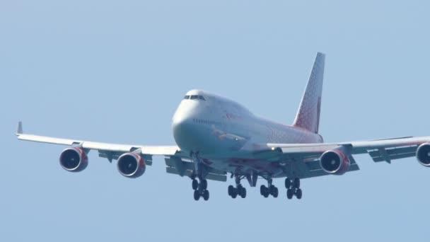 Flugzeug Boeing 747 im Anflug