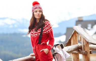 woman snowboarder posing outdoors