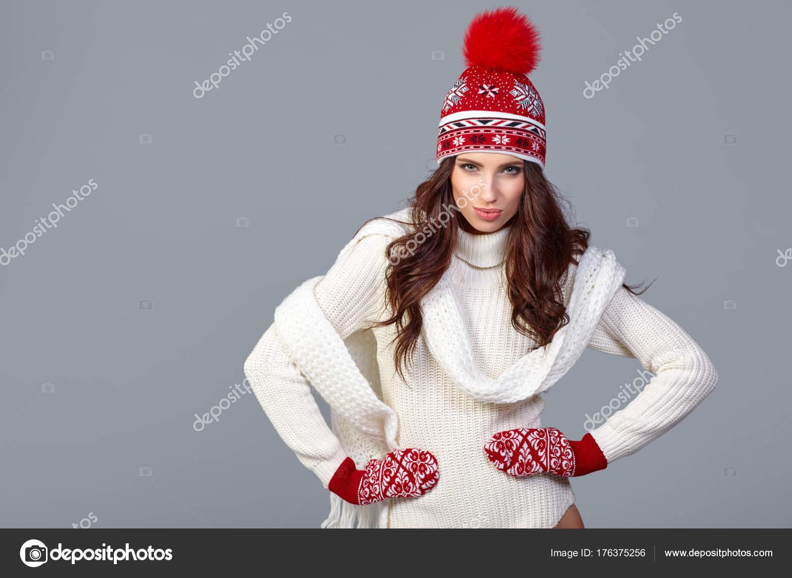 Зимова Мода Жінки Носять Модні Зимовий Час Одяг Білий Хутряні ... 9b407d2c9c65a