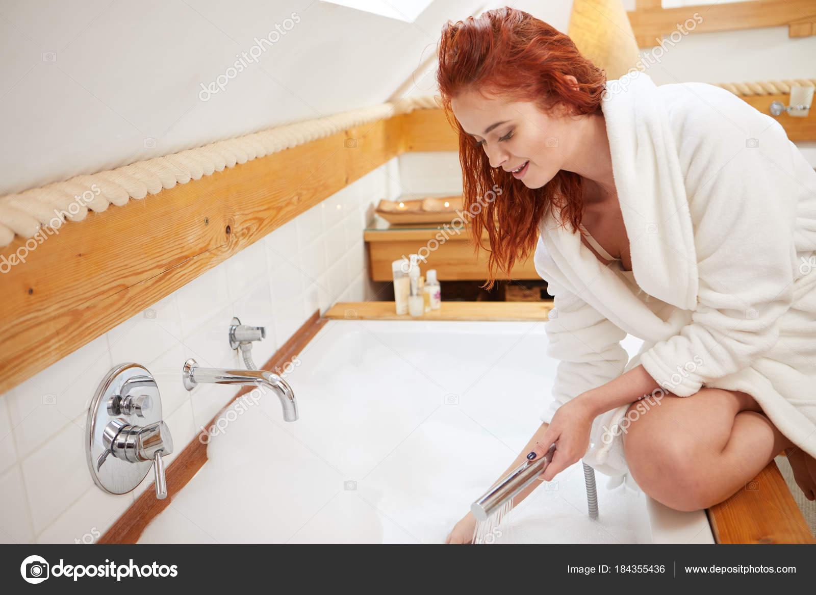 Ebony MILF stripping and masturbating